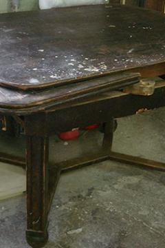 stol-obedennyj-massiv-duba