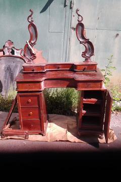 tualetnyj-stol-krasnoe-derevo-19-vek