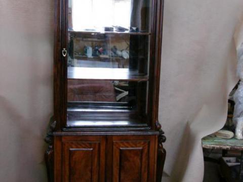 vitrina-krasnoe-derevo-konec-19-vek